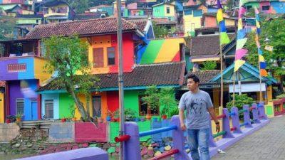 Pintaron 232 casas de un suburbio en Indonesia y el resultado fue increíble