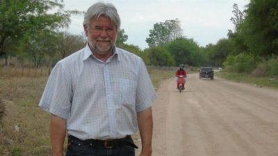 Villa de las Rosas: Es cura en un pueblo e intendente en otro