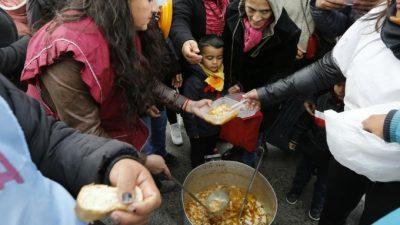 Hambre en Buenos Aires: crece la demanda de comedores y bolsones en las puertas de los municipios