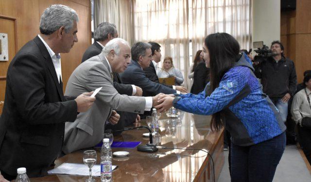 Los 19 municipiossanjuaninos recibieron becas de transporte para escolares
