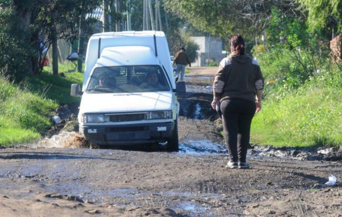 Vecinos de Parque Independencia de Mar del Plata arreglan con fondos propios las calles del barrio