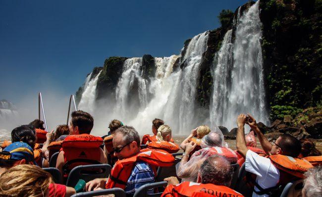Iguazú grava con la Ecotasa y la comuna quiere que la cobren los hoteleros