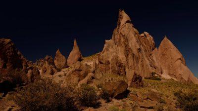 Recorrida por Los Bolillos, el santuario de los tótems patagónicos