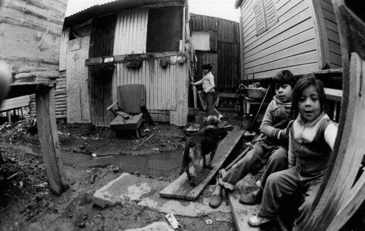Según Techo, más de 300 mil familias del conurbano viven en villas