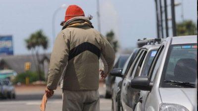 Más de 140 limpiavidrios santafesinos ya realizan otras tareas