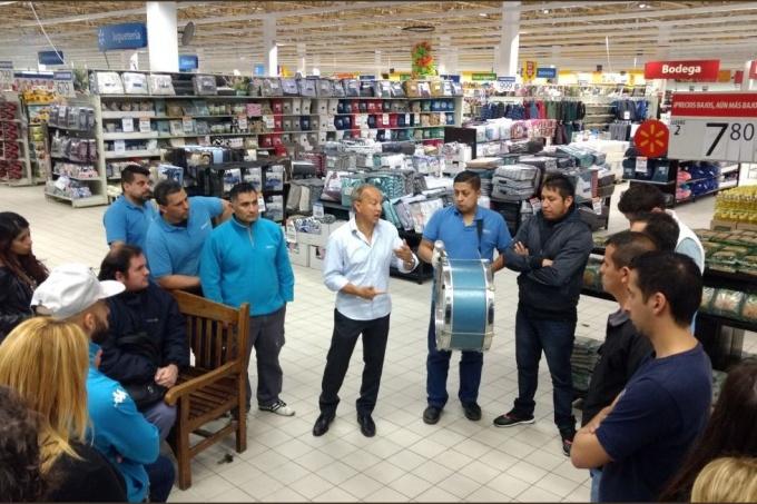 Ola de despidos: Ahora la cadena de supermercados Walmart echó a 51 trabajadores en Sarandí