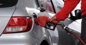 Bolsillos sin respiro: el Gobierno evalúa aumentar el precio de las naftas y el gasoil