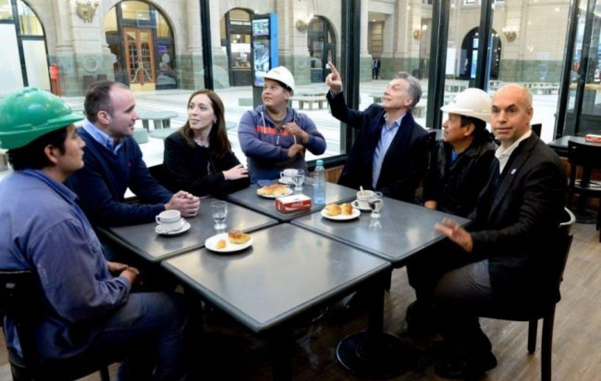 Insólito: vaciaron toda una estación de tren para que Macri, Vidal y Larreta se sacaran una foto