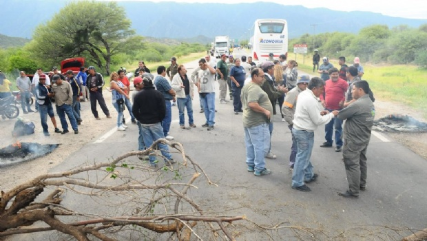 Municipales de Valle Viejo amenazan con volver a los cortes