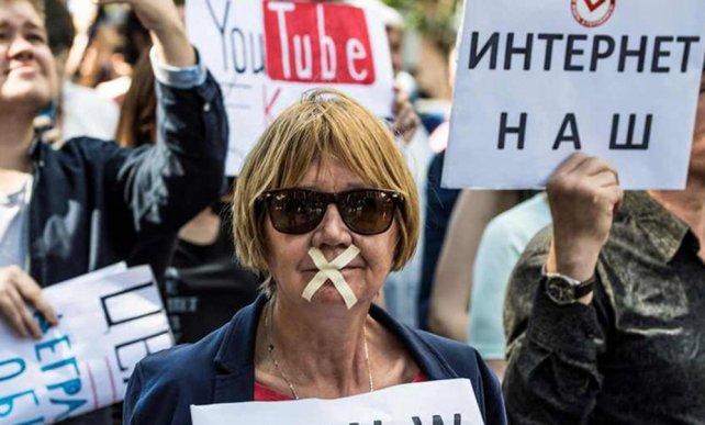 Unas mil personas protestaron en Moscú contra restricciones en internet