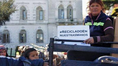 Carreros de La Plata realizaron una protesta en la municipalidad para ser integrados al sistema de reciclaje