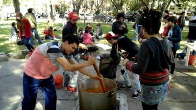 Por la emergencia alimentaria instalan mil ollas populares enBuenos Aires