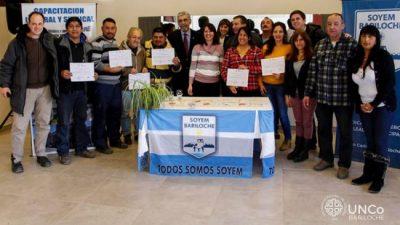 Se entregaron los primeros certificados de cursos UNCo-SOYEM en Bariloche