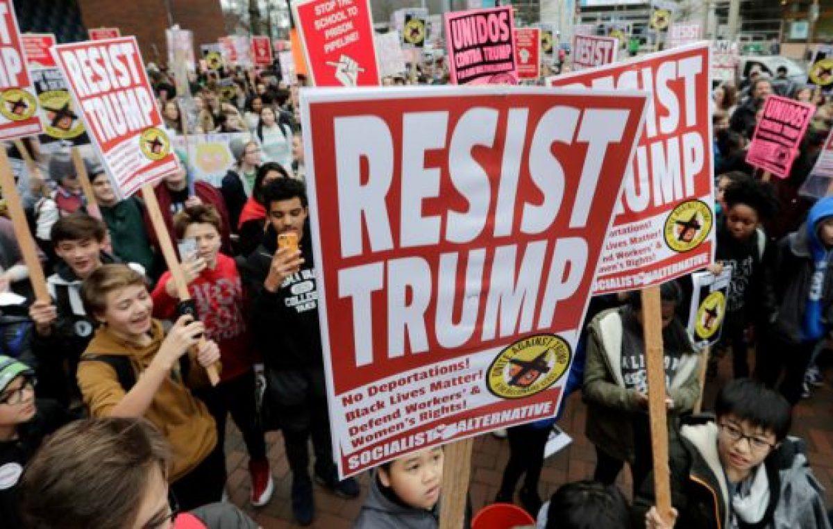Crece el malestar de los trabajadores con Trump