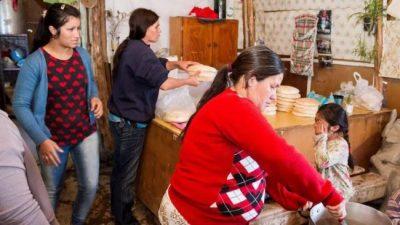 Unos 1500 niños comen en merenderos de tomas de Cipolletti