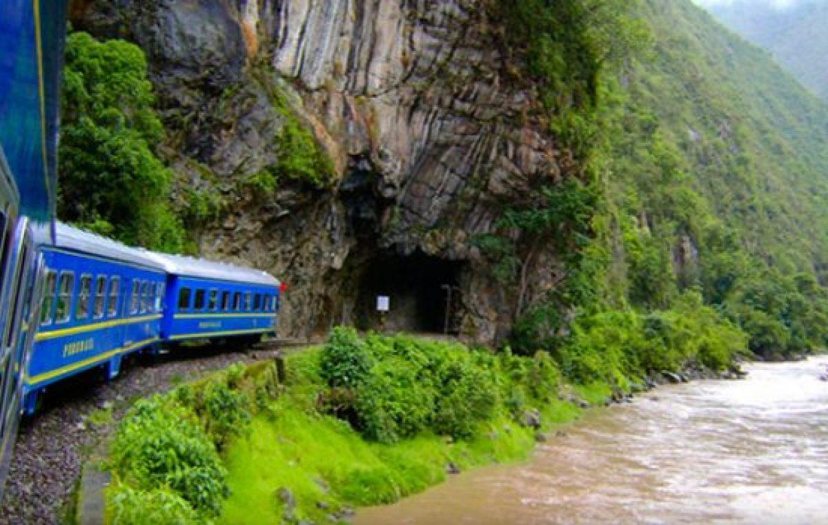 Huelga de trabajadores bloquea a tren a Machu Picchu
