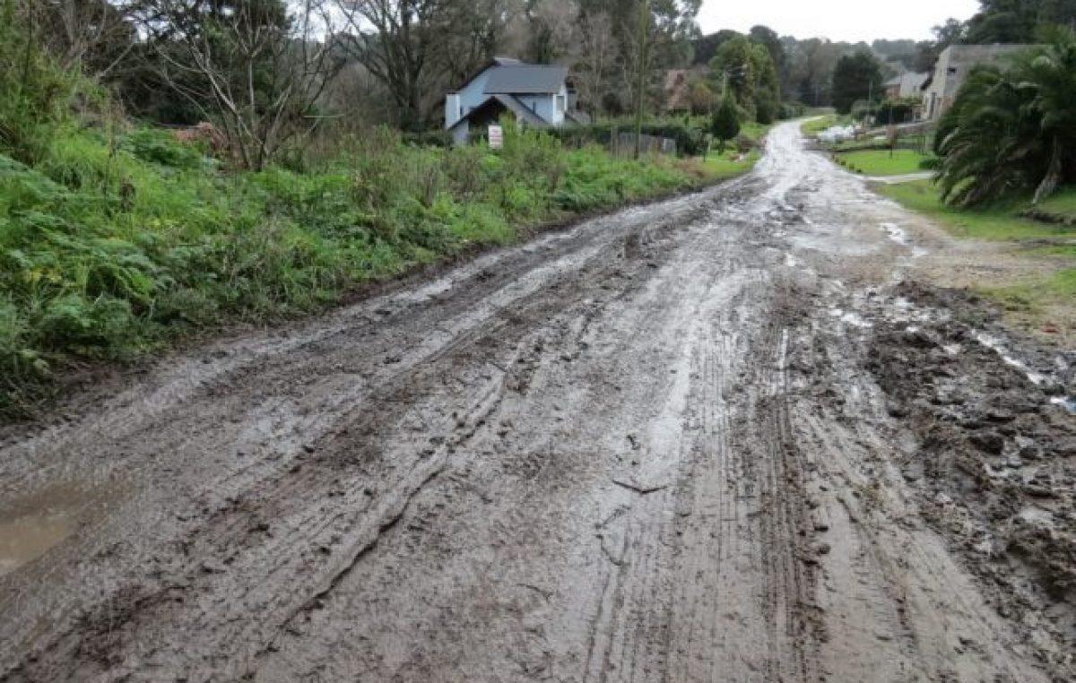 Vecinos de Sierra de los Padres advierten sobre el abandono del barrio por parte del municipio