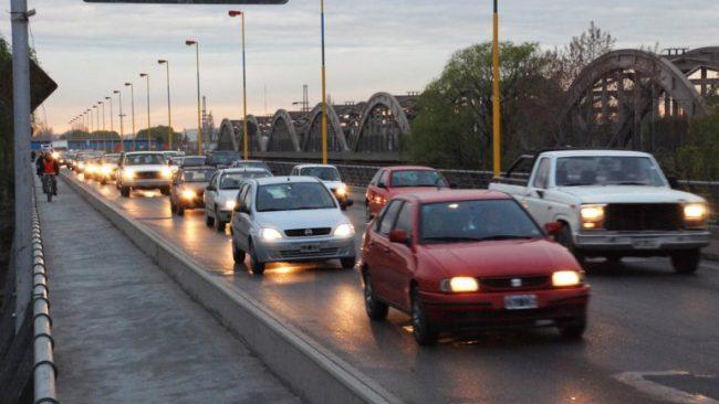 Unos 58 mil vehículos por día ingresan de Cipolletti a Neuquén