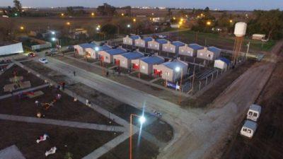 La comuna de Timbúes entregó 12 casas hechas con fondos propios y mano de obra local
