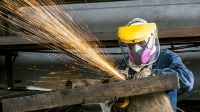 La producción de la industria repuntó 0,6% en julio, aunque sólo 4 de cada 10 firmas crecieron