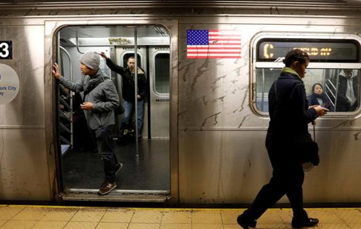 Alcalde de Nueva Yorkquiere arreglar el deteriorado subte con una suba de impuestos al 1% más rico de los ciudadanos