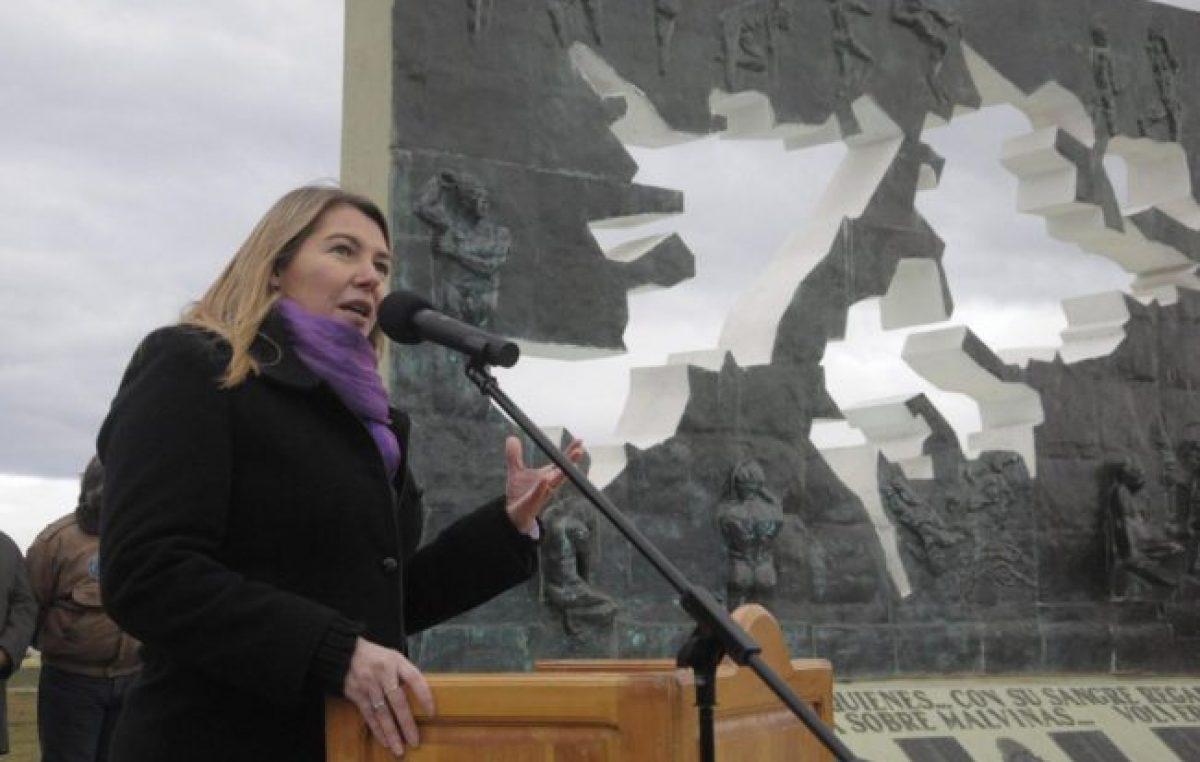 """La Gobernadora de Tierra del Fuego definió como """"barrabasada jurídica"""" al proyecto para crear la provincia de Malvinas"""