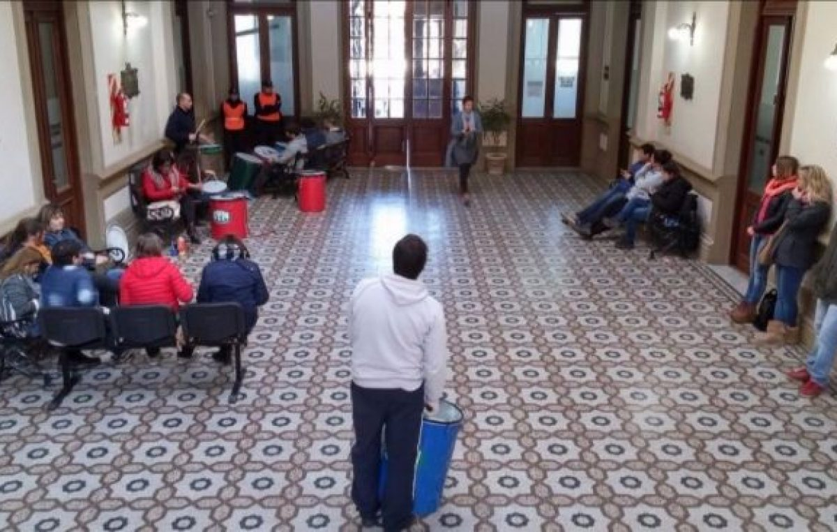Coronel Suárez: los municipales insisten con el aguinaldo y piden paritarias adelantadas