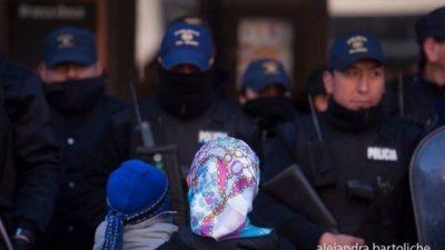 Más represión contra los mapuches: «Gendarmería está dentro de la comunidad y disparando»