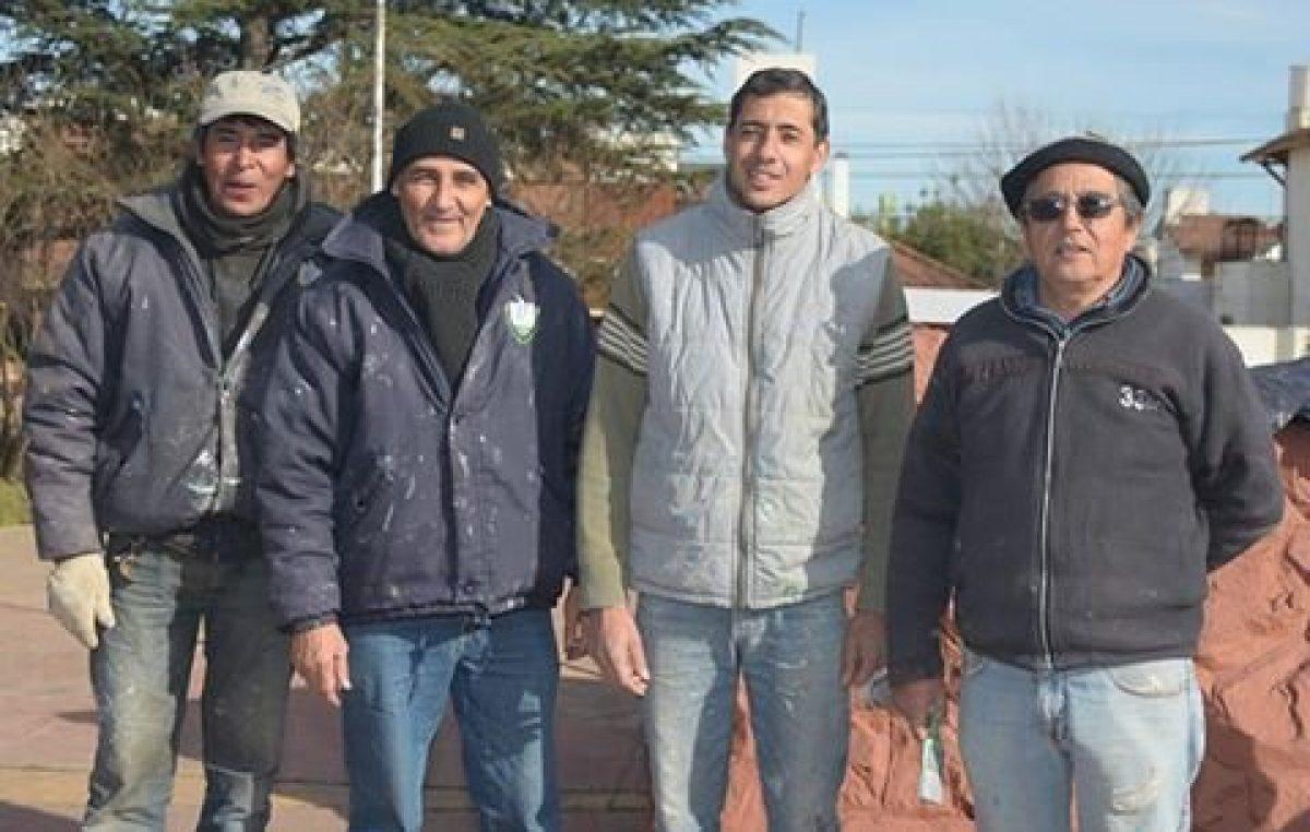 2 pintores municipales devolvieron $ 10.000 que encontraron tirados en una plaza de Santa Rosa