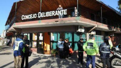 Un tributo enfrenta a concejales disidentes con el intendente de Yerba Buena