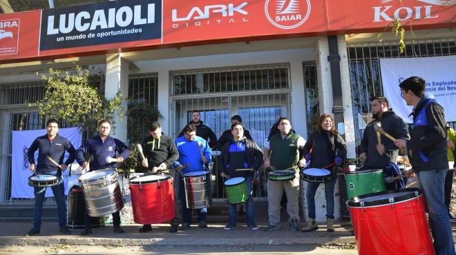 Los locales de Neuquén se mudan para no cerrar