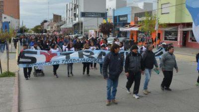 Los municipales de Neuquén amenazan con salir a cortar rutas