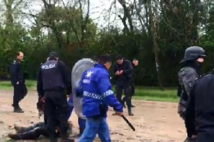 Mano dura: Golpearon a concejales y vecinos de San Vicente en un violento desalojo