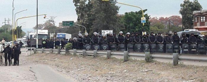 Violenta represión policial a trabajadores en huelga en Jujuy
