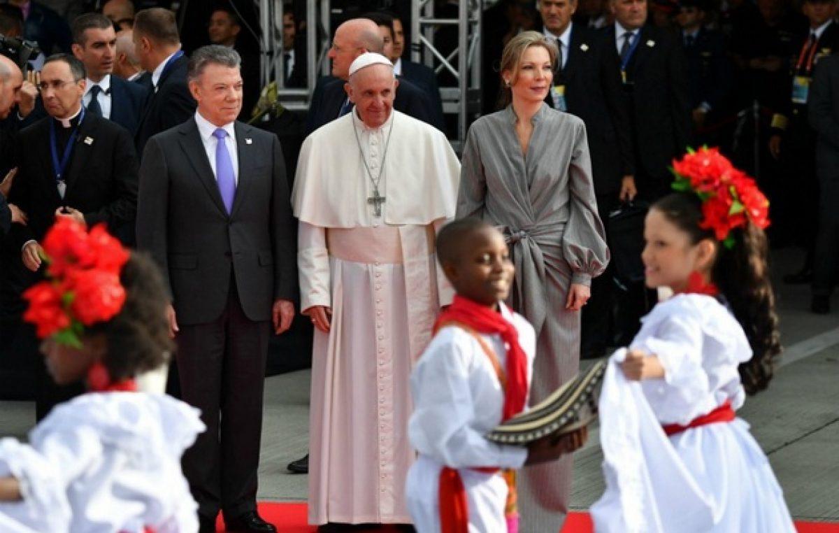 El Papa llegó a Colombia en plan de reconciliar al país