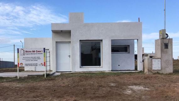 """En Alcira, otras 12 familias recibieron las llaves del plan municipal """"Mi Casa"""""""