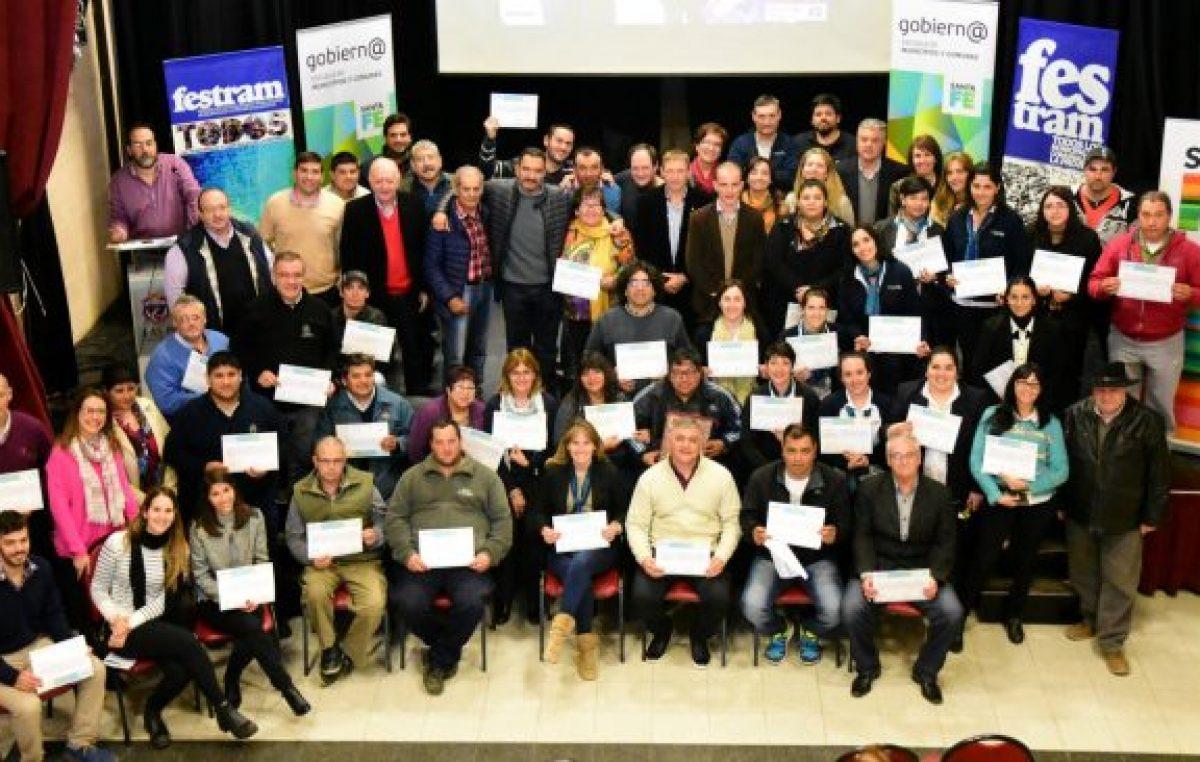 Diplomas para 93 trabajadoras municipales y comunales santafesinas