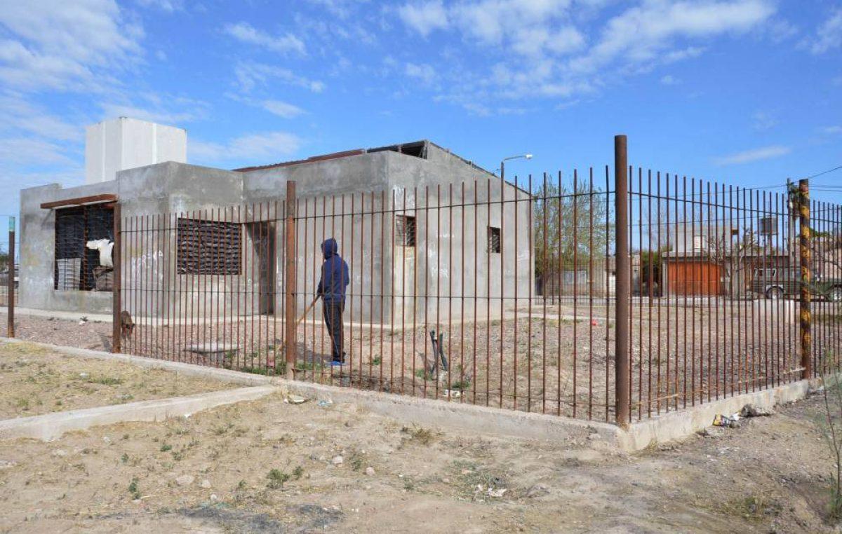 Mendoza: Polémica por plazas y salones comunitarios sin terminar en San Martín