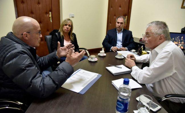 Buscarán un acuerdo sobre la deuda impositiva que la Provincia mantiene con el Municipio de Rawson