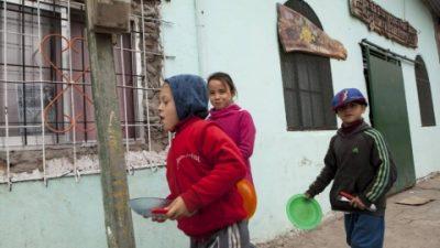 """Lejos de la pobreza cero: cientos de personas marcharon para denunciar que """"el hambre es un crimen"""""""