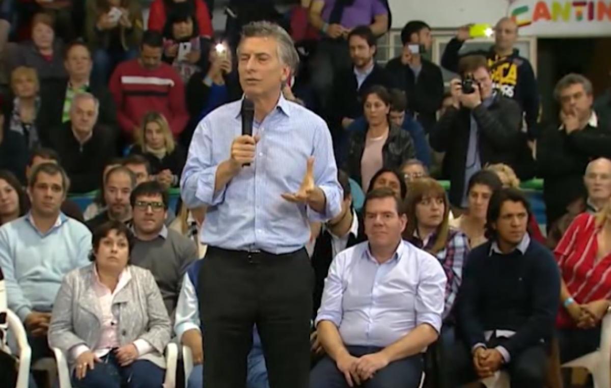 """Macri visitó una Olavarría en emergencia laboral y dijo que """"es mentira que no hay trabajo"""""""