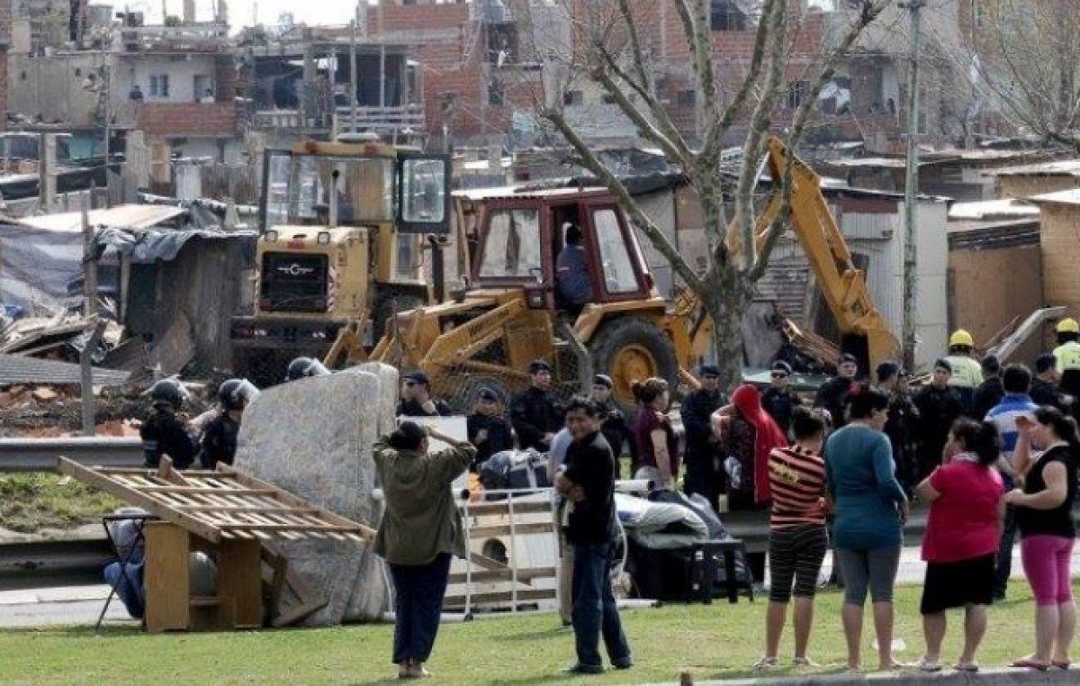 Se oficializó la suspensión por un año de desalojos de familias en villas y asentamientos bonaerenses