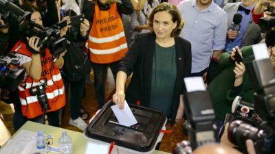 La alcaldesa de Barcelona pidió la renuncia de Rajoy