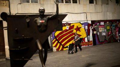 Con tensiones e interrogantes, Cataluña afronta horas decisivas