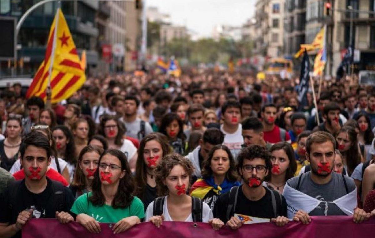 """Cataluña presiona con un paro y pide """"mediación internacional"""""""