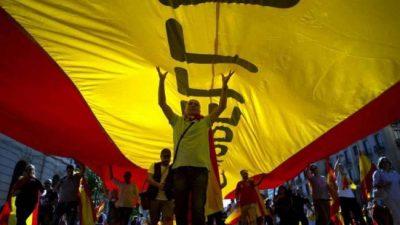 Puigdemont decide si declara la independencia de Cataluña