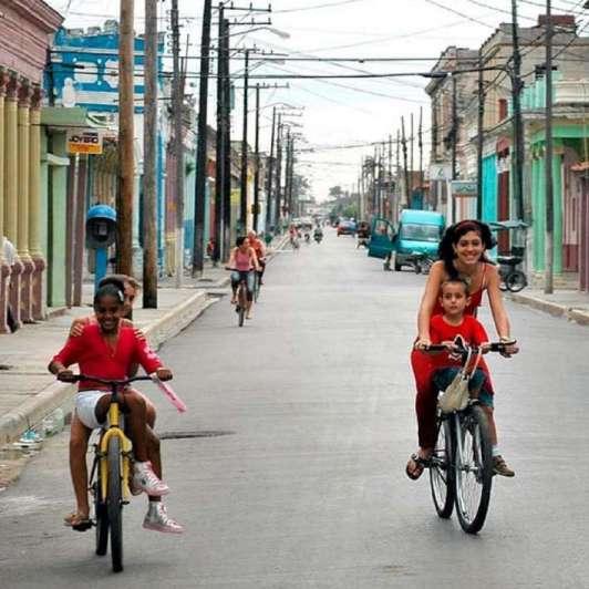 Entre la necesidad y el ingenio, la bici vuelve a Cuba