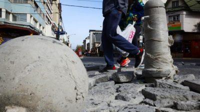 La calle Mitre de Bariloche se destroza tras cinco meses de abandono