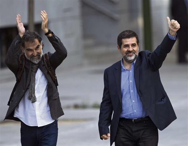Subió la tensión entre España y Cataluña por la prisión de dos separatistas