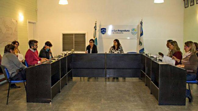 Vetan horas extra a los funcionarios de La Angostura